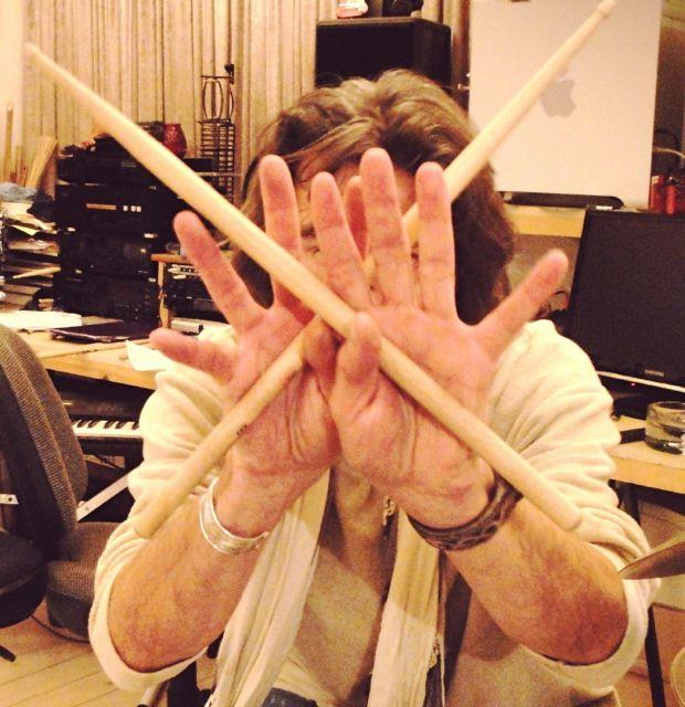 hands-behind-drums